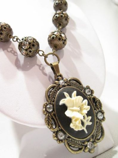 Victorian Pendant - Nina Spade